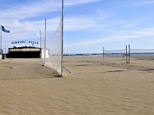 Vzácný pohled na prázdnou pláž městečka Cesematica