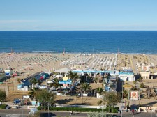 Písčitá pláž v Rimini je obrovská
